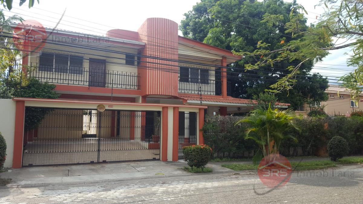 Foto Casa en Venta en  Universidad,  San Pedro Sula          Venta de amplia casa en Colonia Universidad