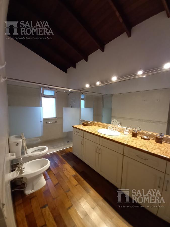 Foto Casa en Venta en  Punta del Este ,  Maldonado  Casa en excelente punto de punta del este. 6dormitorios, 4 baños. Amplío jardín.