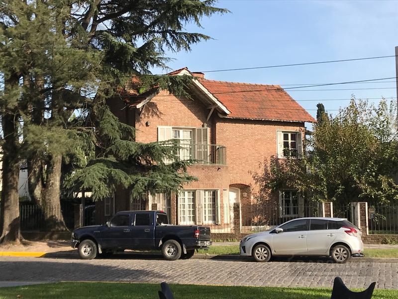 Foto Casa en Venta en  Adrogue,  Almirante Brown  PLAZA CERRETI 60