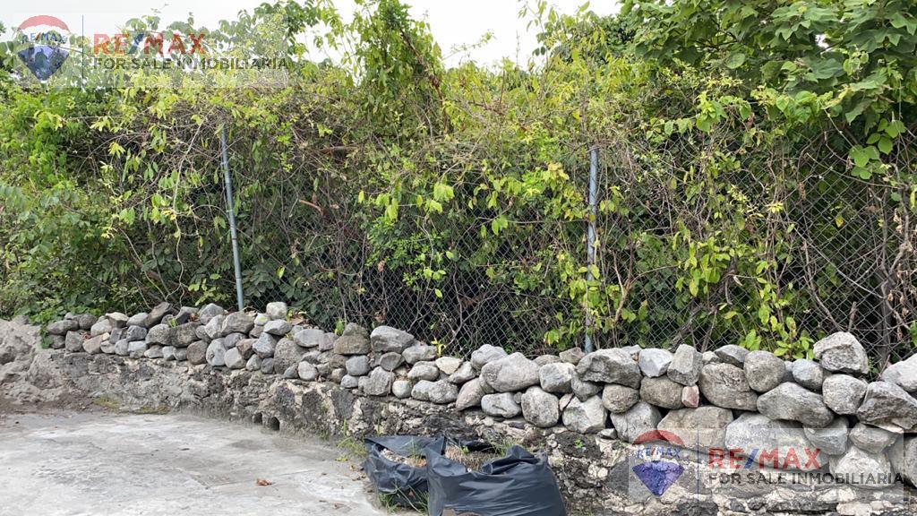 Foto Terreno en Venta en  Fraccionamiento Las Fincas,  Jiutepec  Venta de terreno, Fracc. Fincas, Jiutepec, Morelos…Clave 3247