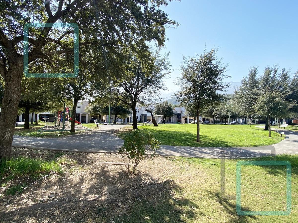 Foto Terreno en Venta en  La Rioja Privada Residencial 1era. Etapa,  Monterrey  TERRENO RESIDENCIAL EN VENTA COLONIA LA RIOJA ZONA CARRETERA NACIONAL MONTERREY