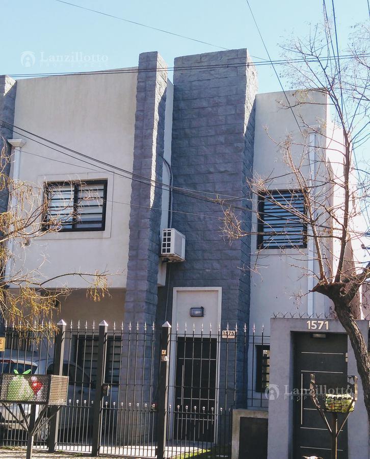 Foto Casa en Venta en  Lanús Este,  Lanús  Juan B Justo al 1500