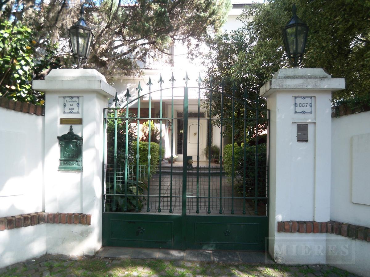 CASA en Venta - Martínez, vías a Libertador