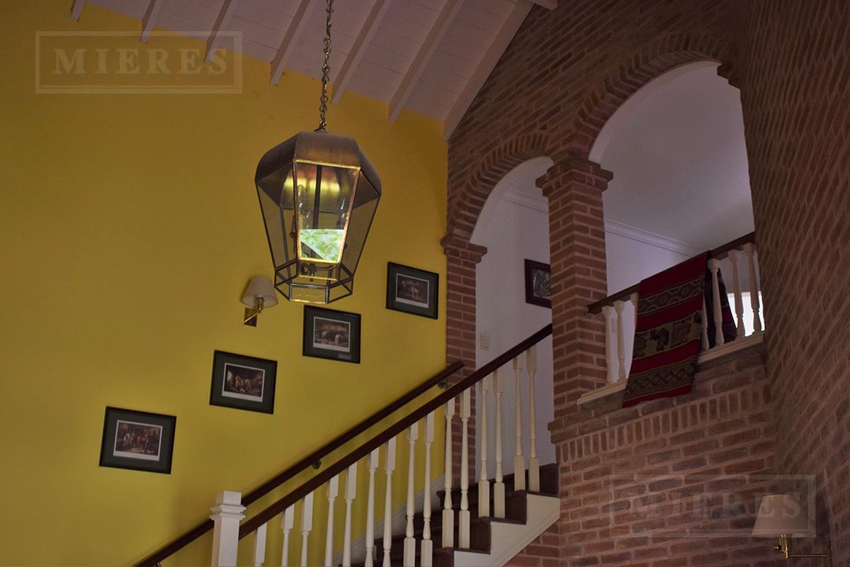 Casa de 430 mts en Mayling Club de Campo