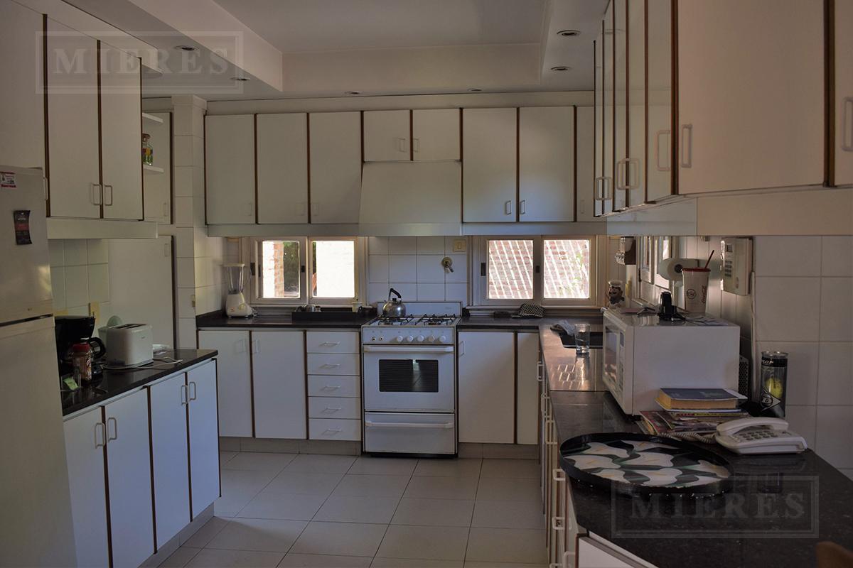MIERES Propiedades- Casa de 420 mts en Martindale CC