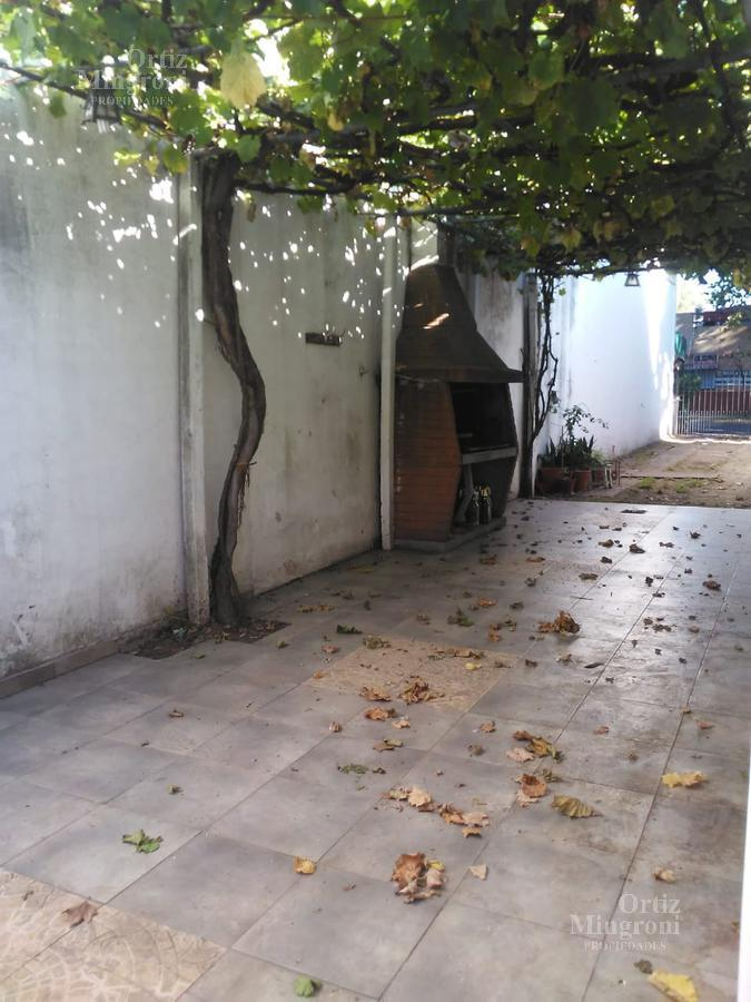 Foto Casa en Venta en  Banfield,  Lomas De Zamora  Vieytes al 1000, Casa ubicada en zona comercial frente a Disco