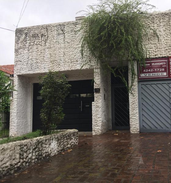 Foto Casa en Venta en  Lomas de Zamora Este,  Lomas De Zamora  Fonrouge 667