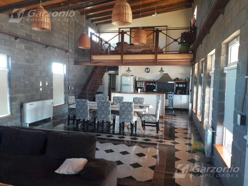 Foto Casa en Venta en  Trelew ,  Chubut  Moderna casa de 3 dormitorios