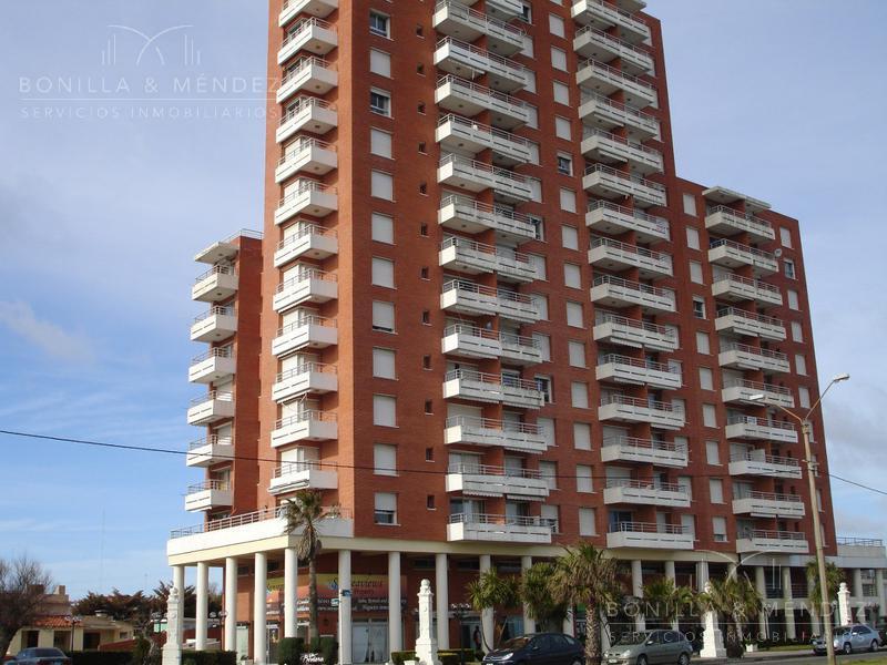 Foto Apartamento en Alquiler en  Beaulieu,  Piriápolis  Rambla de los Argentinos