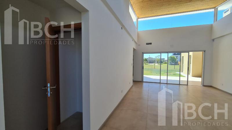 Foto Casa en Venta en  Vistas,  Puertos del Lago  Casa de una planta en venta en el barrio Vistas - Puertos del Lago - Escobar
