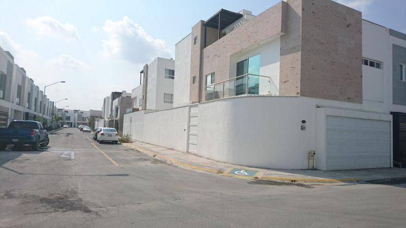 Foto Casa en Venta en  Privadas de AnAhuac Sector Irlandes,  Gral. Escobedo  Casa en Venta en Privadas del Canada / Quebec por Av. Rep. Mex.