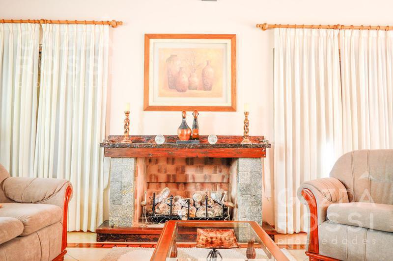 Foto Casa en Venta en  Country El Paraíso,  Guernica  Avenida Soberanía Nacional S/N, El Paraíso
