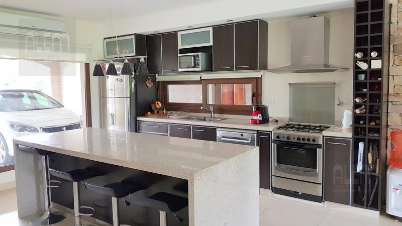 Foto Casa en Alquiler temporario en  El Ombu,  Countries/B.Cerrado  El Ombu | Gran Lote!