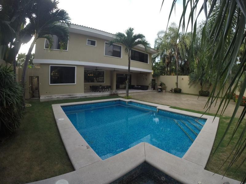 Foto Casa en Venta en  Samborondón,  Guayaquil  VENTA DE VILLA DE OPORTUNIDAD VIA SAMBORONDON 7 HABITACIONES