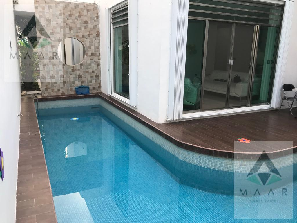 Foto Casa en Venta en  Supermanzana 17,  Cancún  Se Vende Casa en Cancún 5 Recámaras SM 17 en Av. Nizuc