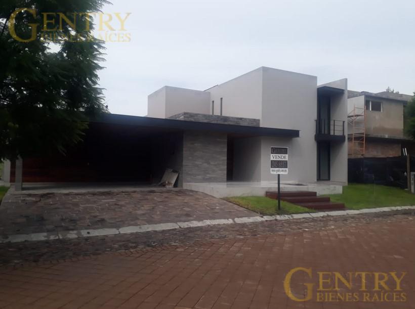 Foto Casa en Venta en  Fraccionamiento El Campanario,  Querétaro  ESTRENE BONITA CASA