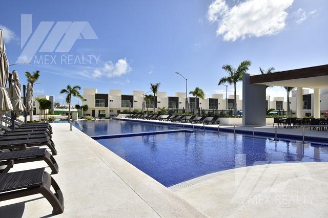 Foto Departamento en Venta en  Polígono Sur,  Cancún  Casa en Venta, KINGS HOUSES en Av. Huayacán, km 4, Cancún, Q. Roo, 3 Recamaras, Clave SIND7