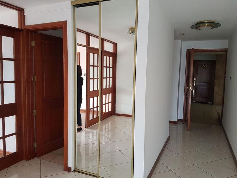 Foto Departamento en Renta en  Zona 10,  Ciudad de Guatemala  MODERNO APARTAMENTO EN RENTA EN Z. 10