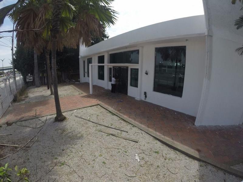 Foto Oficina en Venta en  Norte de Guayaquil,  Guayaquil  IDEAL PROPIEDAD COMERCIAL SOBRE LA AV BENJAMIN ROSALES