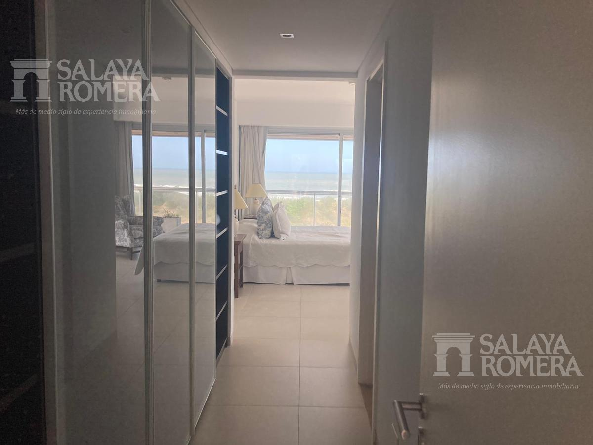 Foto Departamento en Alquiler temporario en  Playa Brava,  Punta del Este  Alquiler Espectacular Penthouse con Parrillero propio frente a Playa Brava, 3 dormitorios en Suite y Dependencia, 3 terrazas, 2 cocheras. Punta del Este