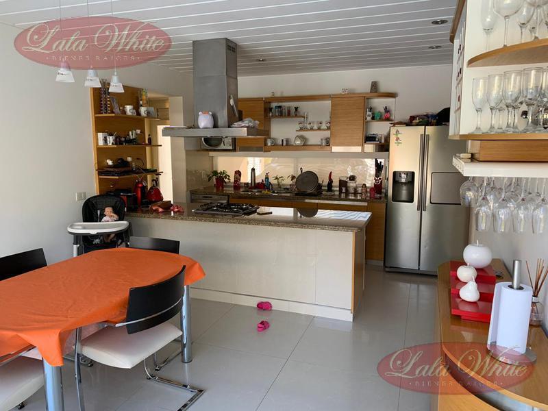 Foto Casa en Venta en  El Rocio,  Countries/B.Cerrado (E. Echeverría)  Venta - Excelente Casa en El Rocío - Canning