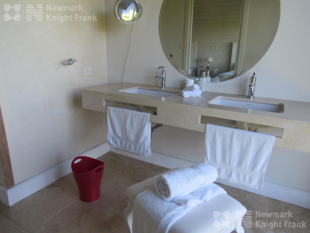 Foto Hotel en Venta en  Tambor,  Alajuela  Hotel en venta ubicado en faldas del Volcan Poás en Alajuela