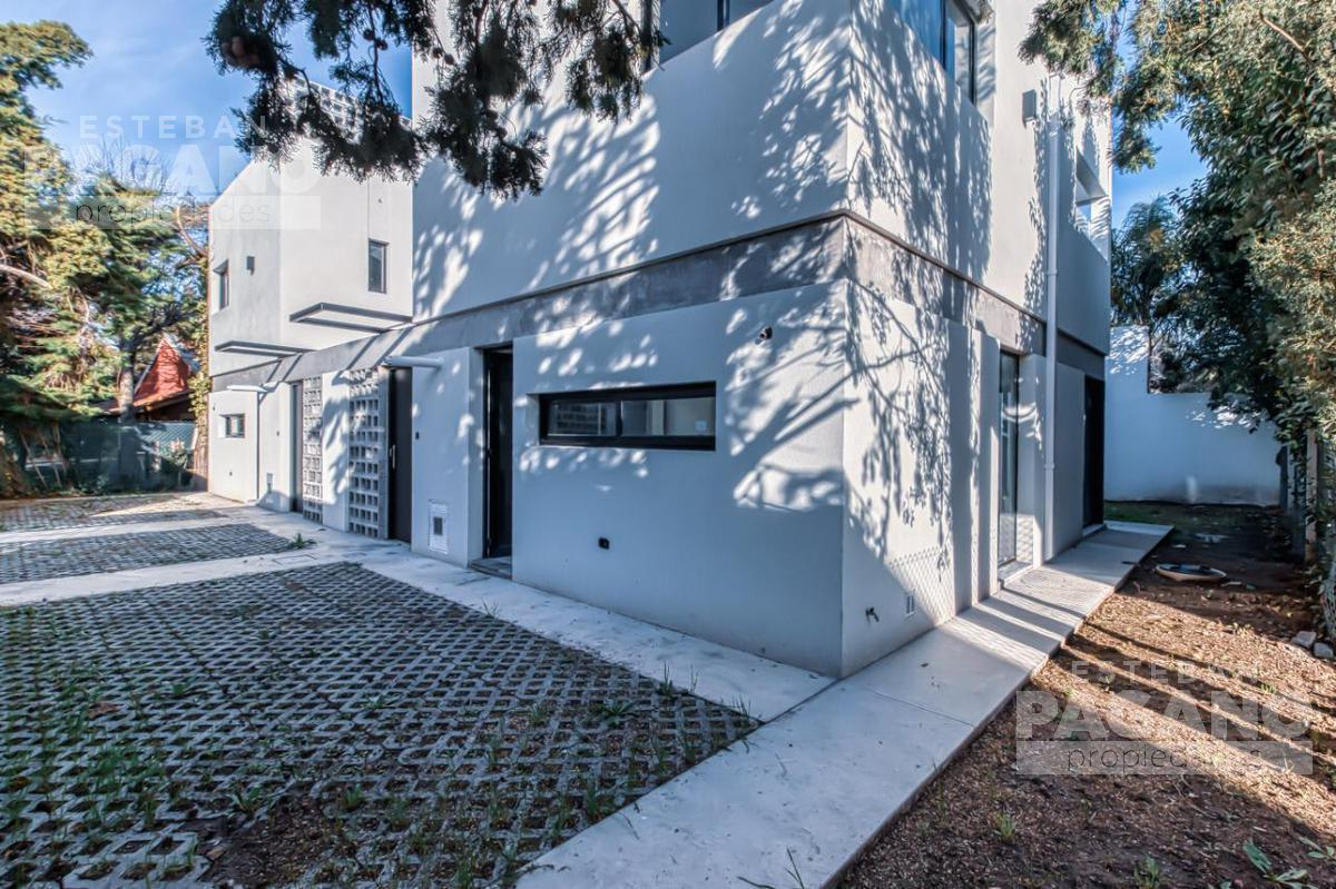 Foto Casa en Venta en  Manuel B Gonnet,  La Plata  27 e 491 y 493