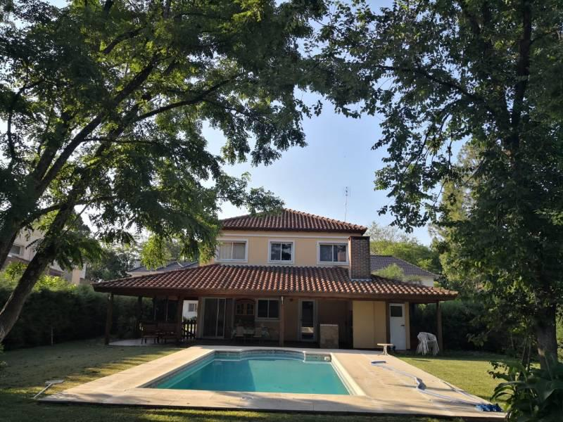 Foto Casa en Alquiler temporario en  El Aromo,  Countries/B.Cerrado (Escobar)  Congreve al 900