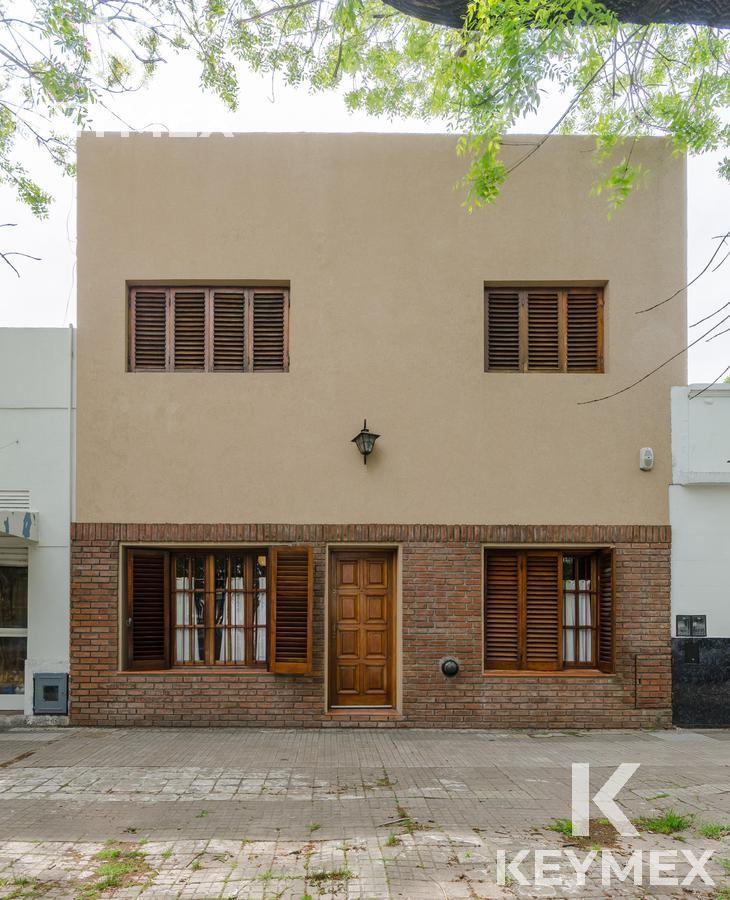 Foto Casa en Venta en  La Plata,  La Plata  Casa 9 entre 41 y 42