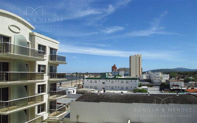 Foto Departamento en Alquiler en  Centro,  Piriápolis  Sanabria y Rambla de Los Argentinos