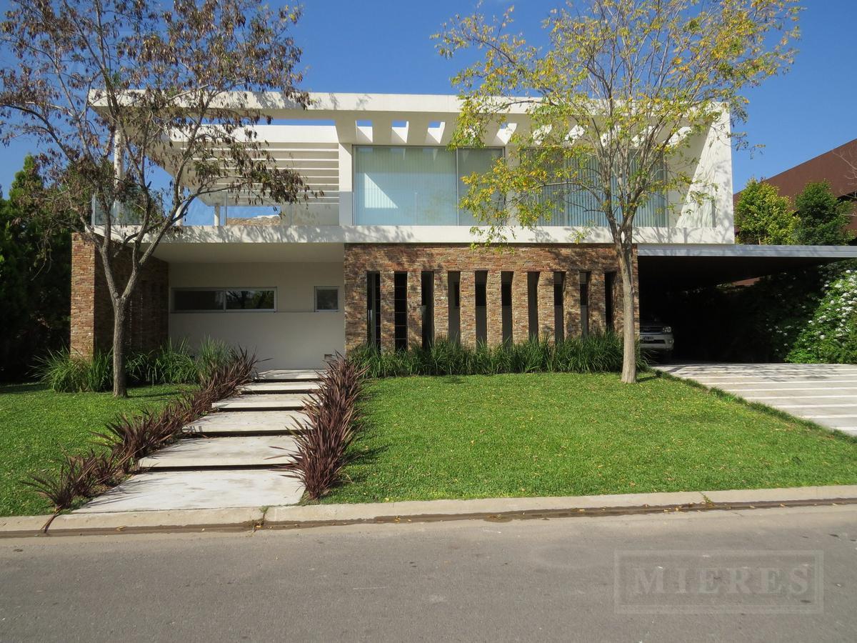 Santa Barbara - Casa en venta  A LA LAGUNA (Apto crédito)