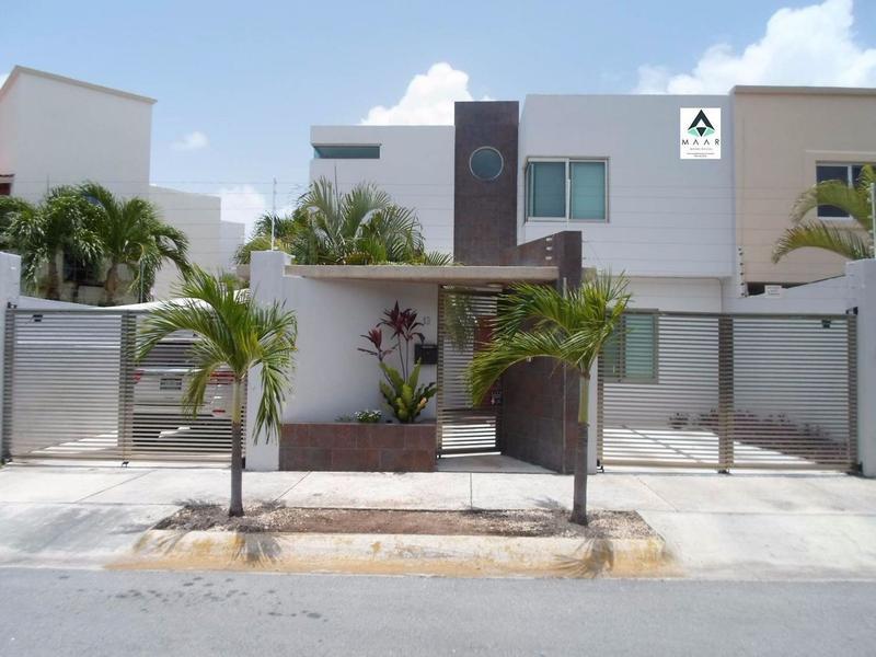 Foto Casa en Venta en  Supermanzana,  Cancún  Se Vende Casa en Cancun de 4 Recamaras SM.12