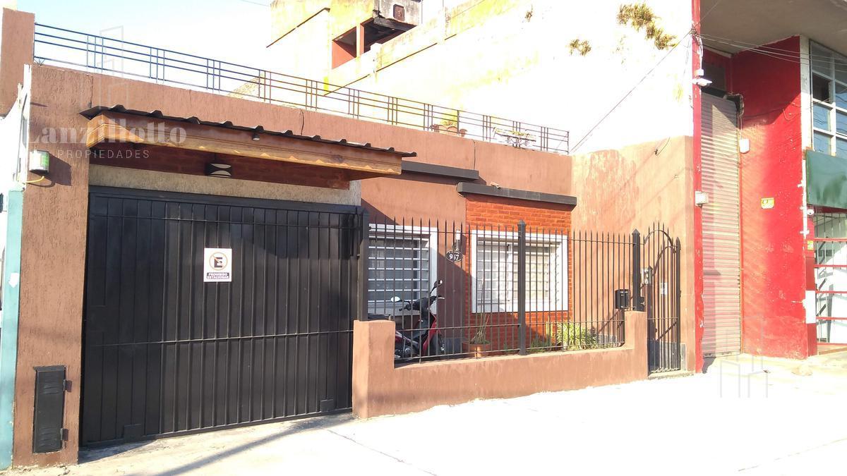 Foto Casa en Venta en  Lanús Oeste,  Lanús  Remedios de escalada Nº al 900
