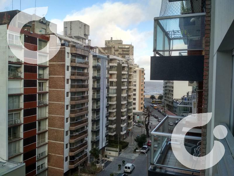 Foto Departamento en Alquiler | Venta en  Pocitos Nuevo ,  Montevideo  Penthouse con terraza y parrillero