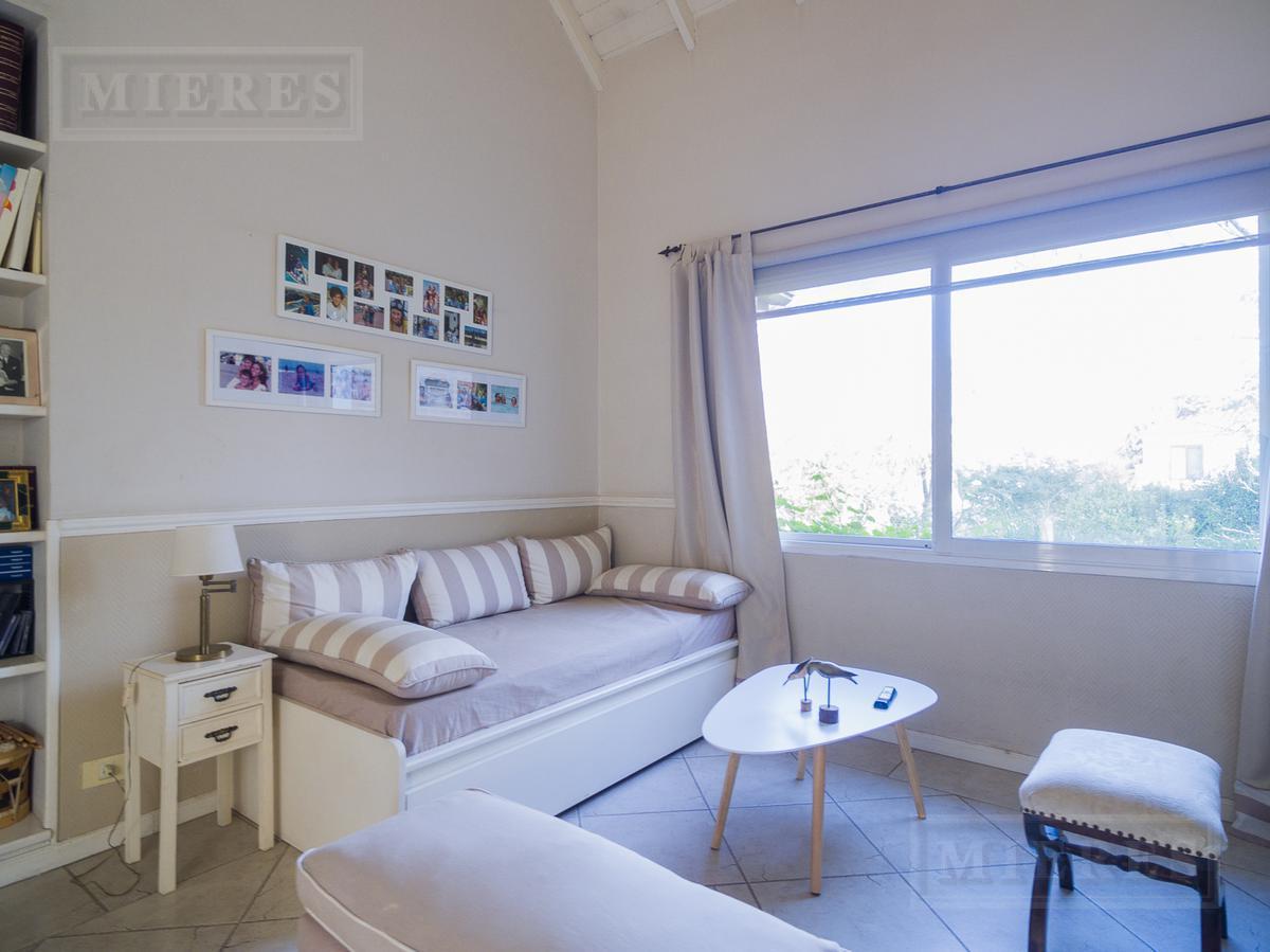 Mieres Propiedades - Casa de 313 mts. en El Lucero