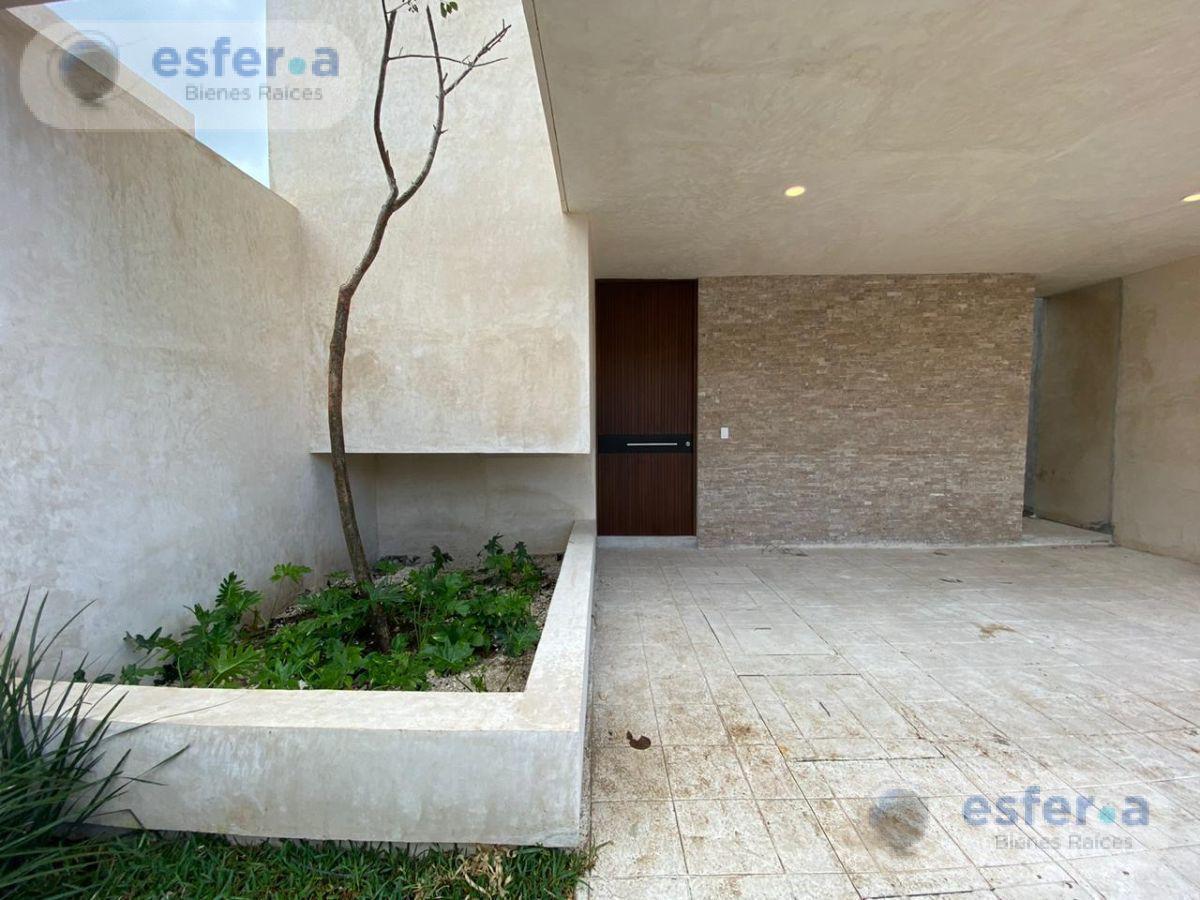 Foto Casa en Venta en  Pueblo Cholul,  Mérida  Marenta - Casas en venta en Mérida con piscina y roof garden en privada