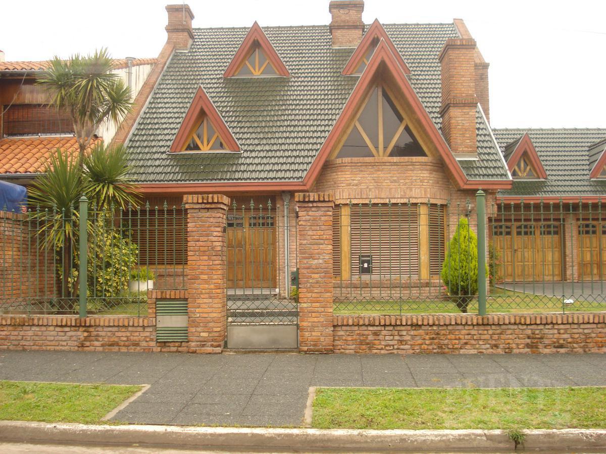 Foto Casa en Alquiler en  Lomas De Zamora ,  G.B.A. Zona Sur  Calcagno 151
