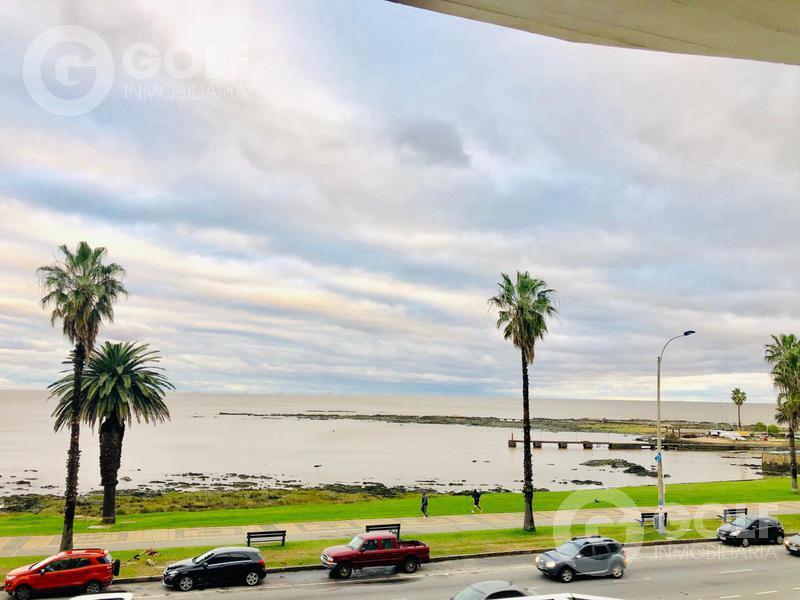 Foto Departamento en Alquiler en  Punta Carretas ,  Montevideo  Alquiler sobre la pimera línea de la Rambla de Punta Carretas