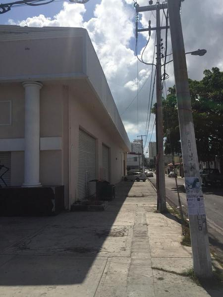 Foto Local en Venta en  Supermanzana 63,  Cancún  Local Comercial Lopez Portillo con Bonampak