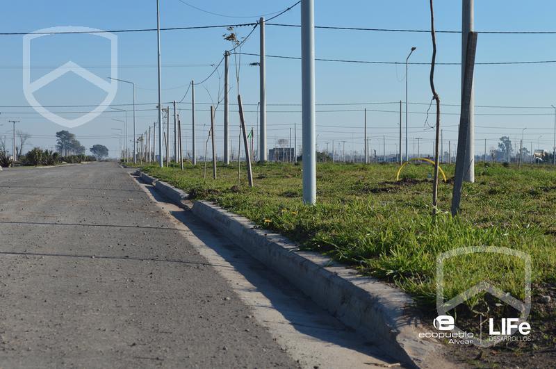 Foto Terreno en Venta en  Alvear,  Rosario  EcoPueblo Alvear - Avenida Comercial