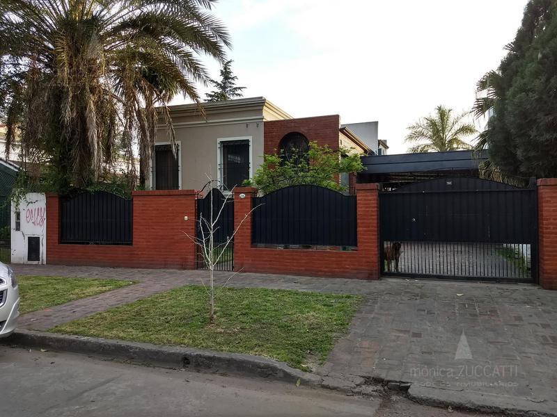 Foto Casa en Venta |  en  Adrogue,  Almirante Brown  Obligado 1348