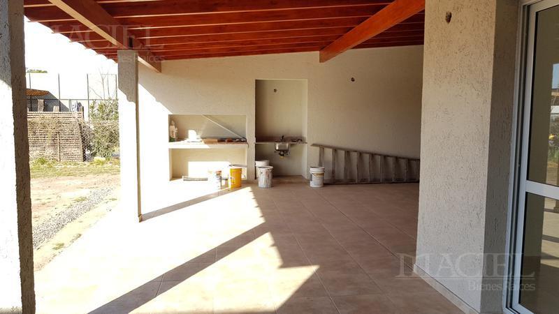 Foto Casa en Venta en  Fincas del sur 2,  Cordoba Capital  Fincas del sur 2 - Imperdible - 3/4 Dorm - 4 bños - calef Ctral - Coch/2 - Posesión 60 días!
