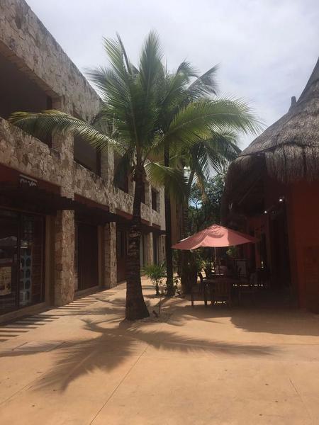 Foto Local en Venta en  Solidaridad ,  Quintana Roo  Local Comercial Playacar (Local 4)