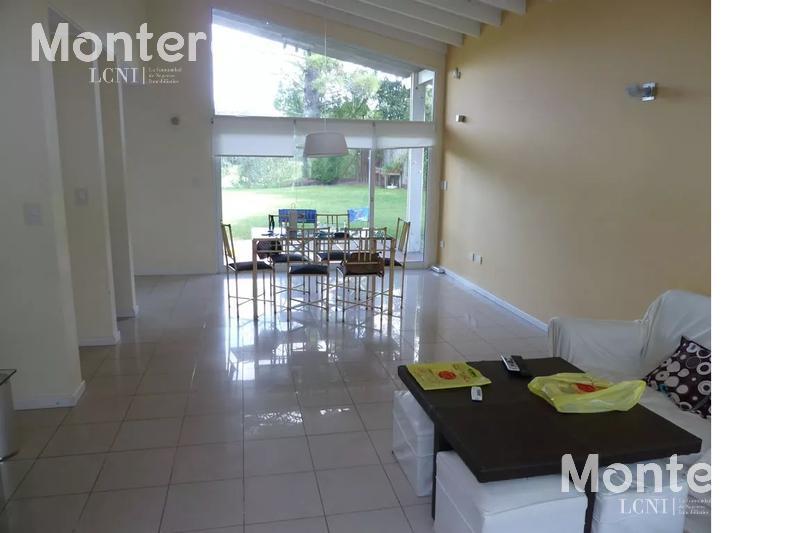 Foto Casa en Venta en  Villa Gesell ,  Costa Atlantica  Casa en Camino de los Pioneros - Villa Gesell