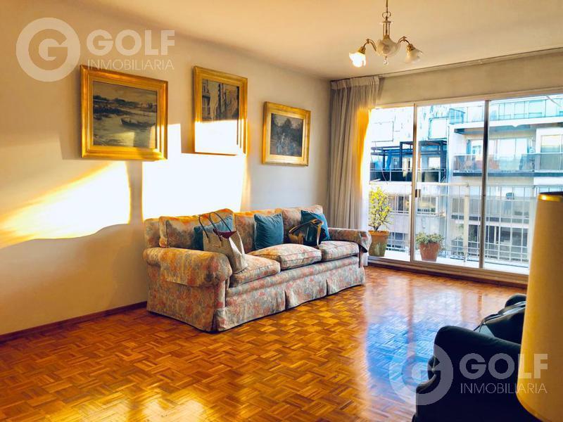 Foto Departamento en Alquiler en  Punta Carretas ,  Montevideo  Apartamento de 2 dormitorios con garaje para un auto