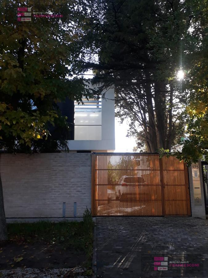 Foto PH en Venta en  City Bell,  La Plata  13c 462 y 464