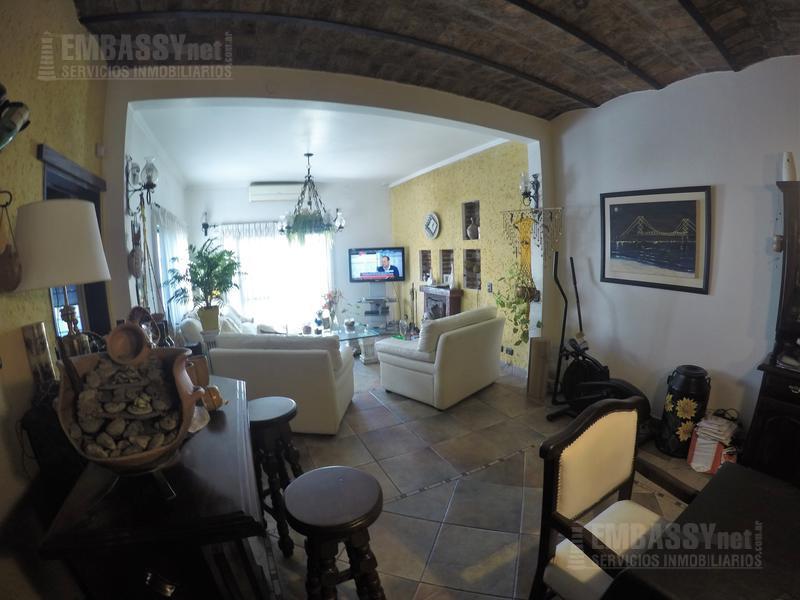 Foto Casa en Venta en  Liniers ,  Capital Federal  Pasaje Andorra al 7400