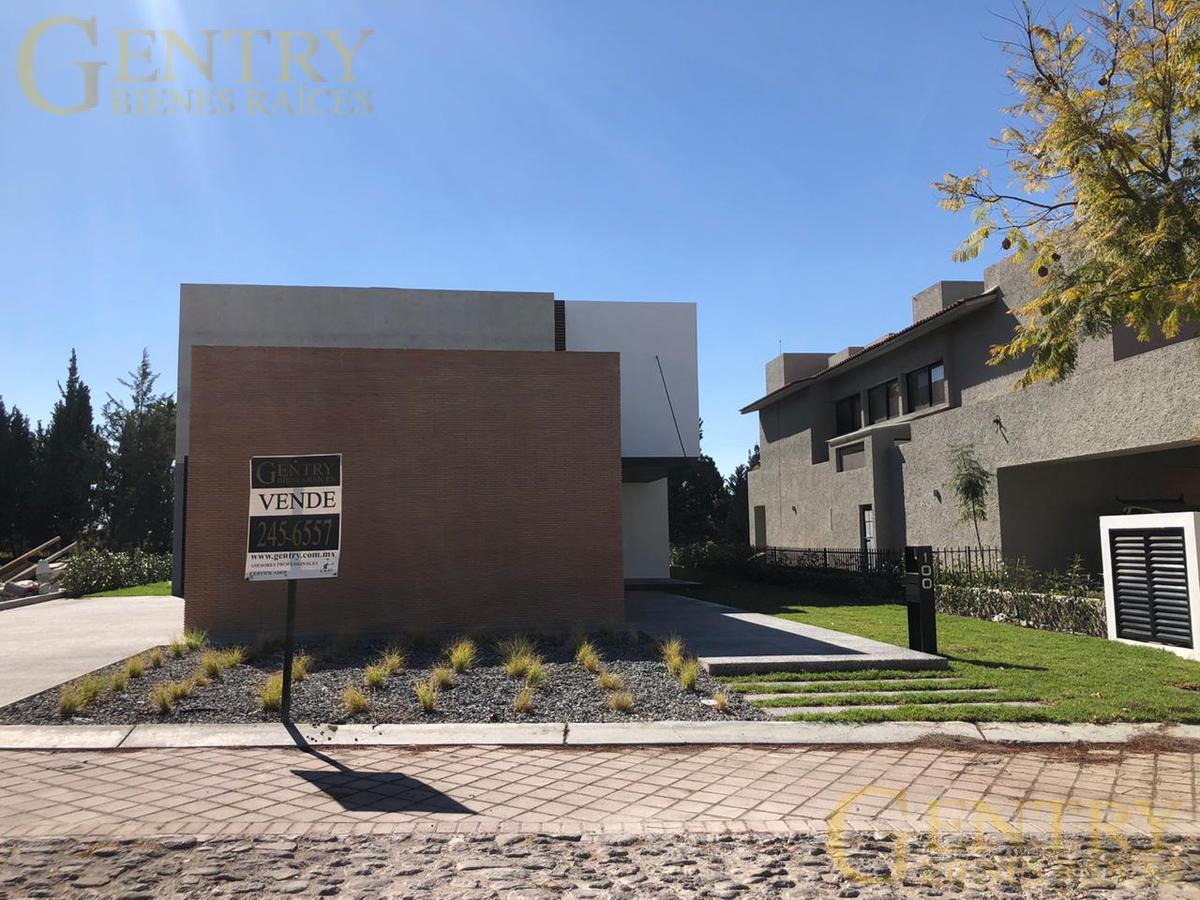 Foto Casa en Venta en  Fraccionamiento El Campanario,  Querétaro  Casa en preventa en Claustros del Campanario