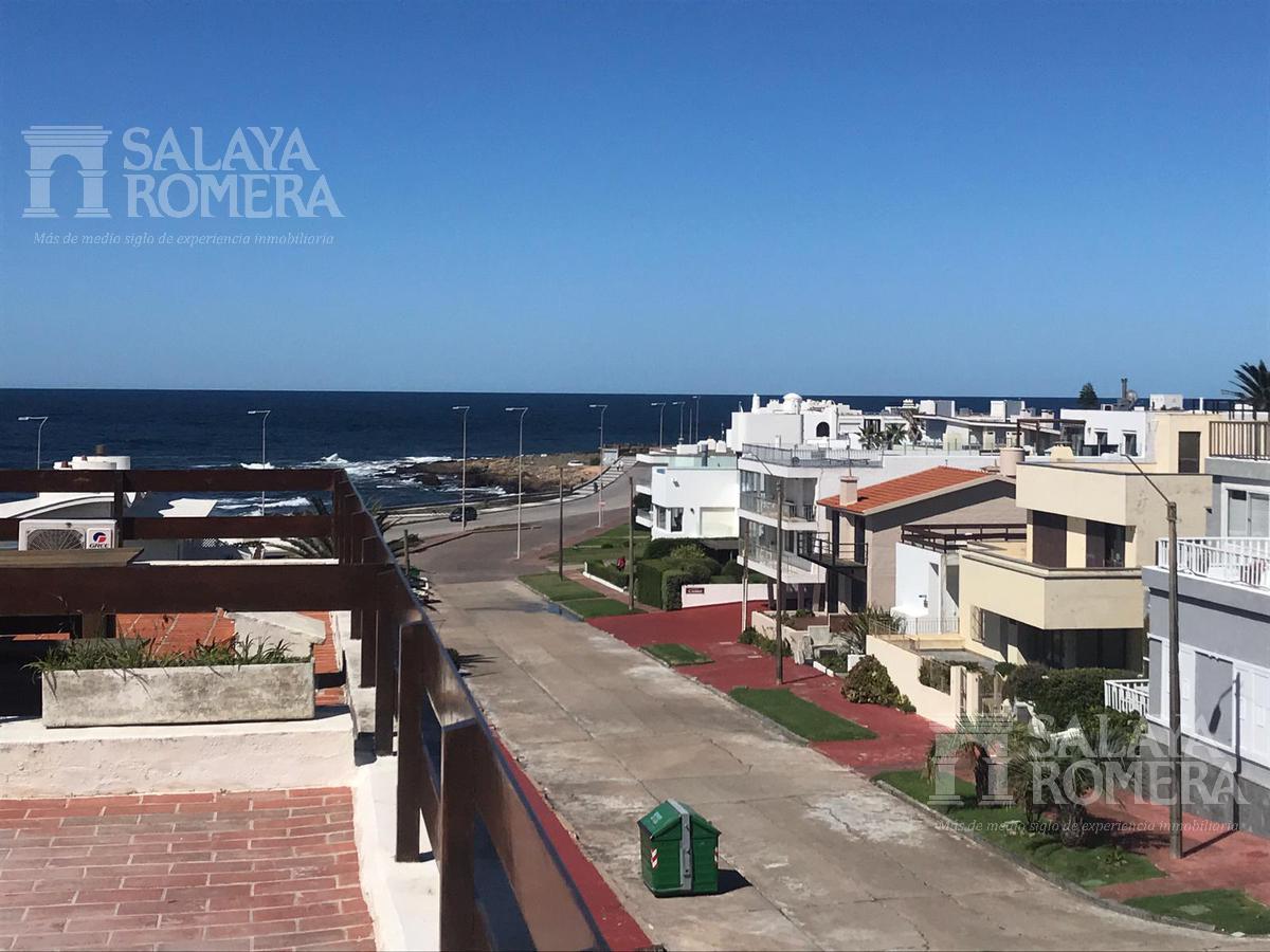 Foto Departamento en Venta en  Península,  Punta del Este  Apartamento Penthouse en Venta 3 dormitorios mas dependencia  con vista directa al mar, a metros del puerto de Punta del Este