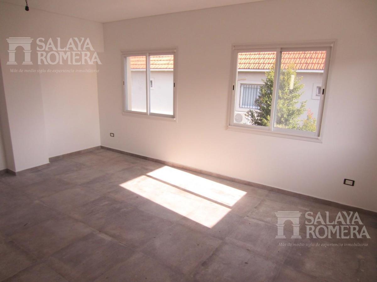 Foto Casa en Venta en  Victoria,  San Fernando  CASA EN COMPLEJO - Simon de Iriondo al 800